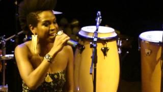Karol Conka e Emicida - Me garanto (Teatro Paiol, 15/11/12)