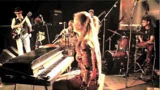 Yvi Szoncso - A rã (João Donato / Caetano Veloso - acoustic live cover - Bader Studio Sessions I)