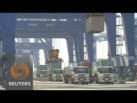 China: 2016 exports slump as trade fears loom