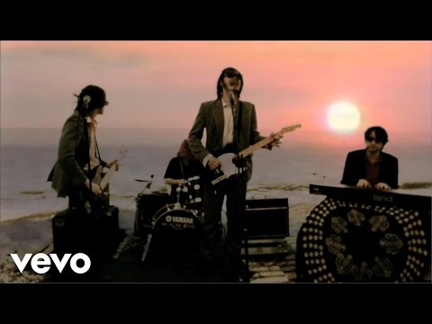 palma-violets-girl-you-couldnt-do-much-better-on-the-beach-palmavioletsvevo