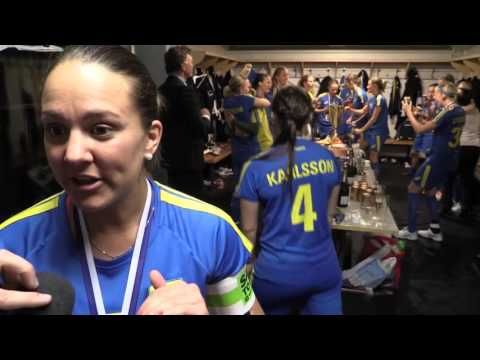 VM-guldfirandet från omklädningsrummet