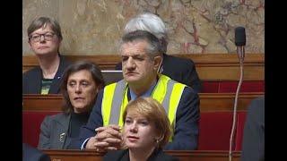 Jean Lassalle en gilet jaune à l'Assemblée :