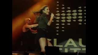 Claudia Leitte canta Ivete