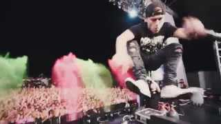 """Party Favor playing """"Booty Loose"""" live at Life In Color"""