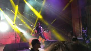 Sum 41 - Goddamn I'm Dead Again guitar solo live in London