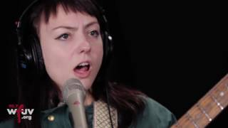 "Angel Olsen - ""Shut Up Kiss Me"" (Live at WFUV)"