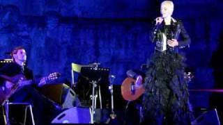 "Mariza singing ""Alfama"" at the Torre de Belém on 09/05/08"