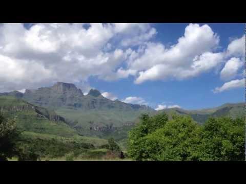 Drakensberg thundershower on it's way – Rolling clouds