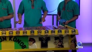 Q'anjobalita Jolom Konob tocan la marimba en D'Latinos