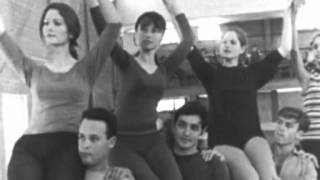 Leah Dorly sings with the Karmon singers & dancers  - live in Tel Aviv, 1969