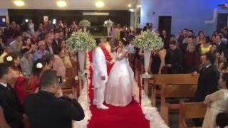Noiva canta 'Que bom que você chegou' e emociona o noivo e a todos...., muito lindo!
