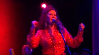 "Kate Pierson ""Shiny Happy People"" Chicago, IL 7-21-2015 (R.E.M. cover)"