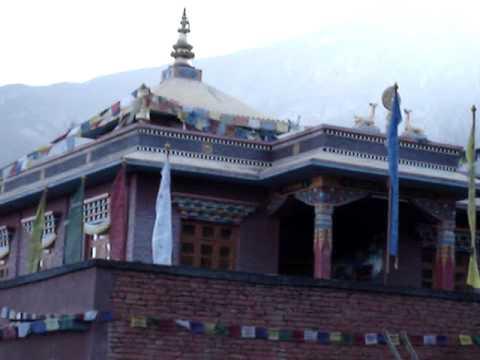 Dhaulagiri, Niligiri & Tukche peaks from Mukthinath.MPG