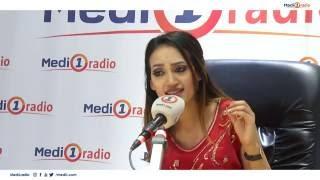 الفنانة المغربية زينب أسامة تقدم مقطعا غنائيا على الهواء في برنامج موزاييك