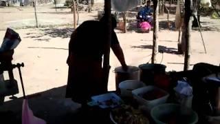 Aciendo atole I tamales