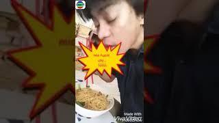 Makan Mie Ayam Sambil Facebook an