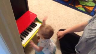 Abi Rose - 7 month old composes her first original song!