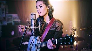 Elise Trouw - Burn - Live Looping Video
