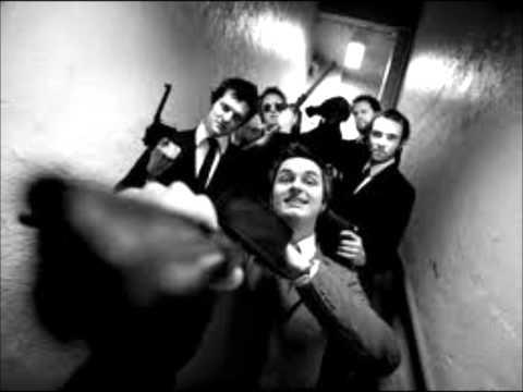 kaizers-orchestra-din-kjole-lukter-bensin-mor-lyrics-hhegehagen