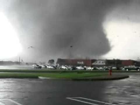Tornado-Tuscaloosa-Alabama-4-27-11-TheZuell.wmv