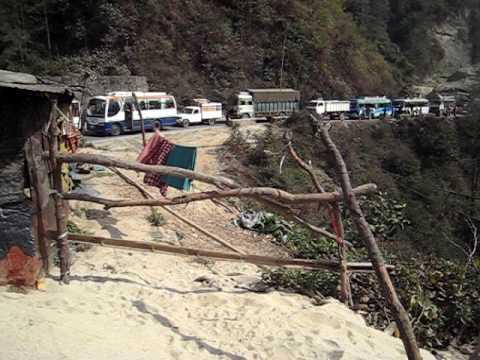 バスでチトワンからカトマンズへ(ネパール、カトマンズ)