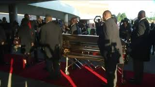 Aretha Franklin's casket arrives at church