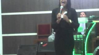 Cantora Camilla Santos