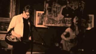 BettySoo and Doug Cox - Never The Pretty Girl - Live The Apple Tree London 2011