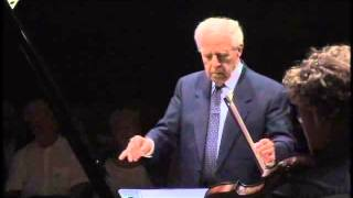Pierre Boulez dirigiert das Ensemble Wiener Collage