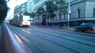 Ječná, jízda tramvají v protisměru - I. P. Pavlova směr Karlovo Náměstí