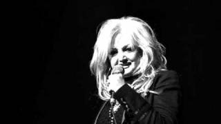 BONNIE TYLER --- HERE SHE COMES (LIVE!) (2005)