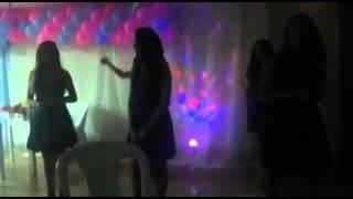 Dança da música tribo do Leão Alex alex