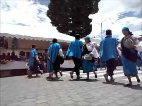 Danzantes de Otavalo em Saquisilí – Equador