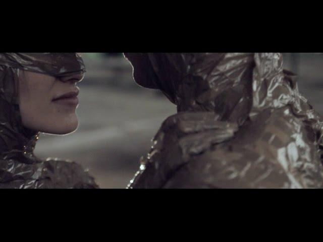 """Videoclip oficial de """"Fuego"""" de Alex Matía."""