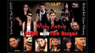Nicky Astria Feat Ian Antono - Pudar  (Live Acoustic HD Video)