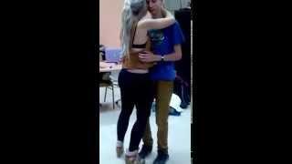 Jovem de 16 anos dança com Sara Lopez e acaba a dar show