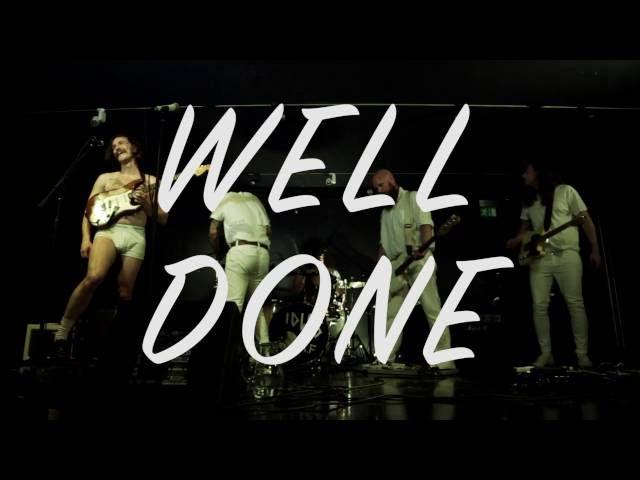 """Video de """"Well Done"""" de Idles"""