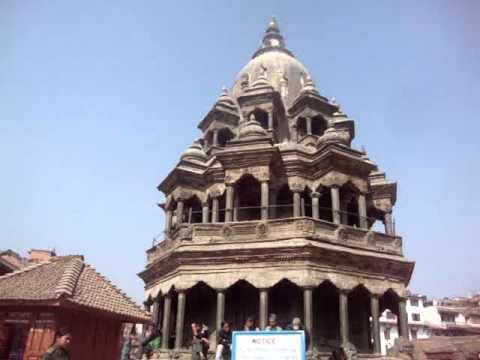 07 Juan Lázara y Shreekrishna en templo de Krishna en Patán.MPG