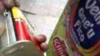 Abrindo lata de kitute