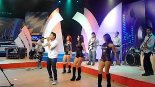 Jhonatan Luna cantando en Canela Tv - La niña de mis Ojos