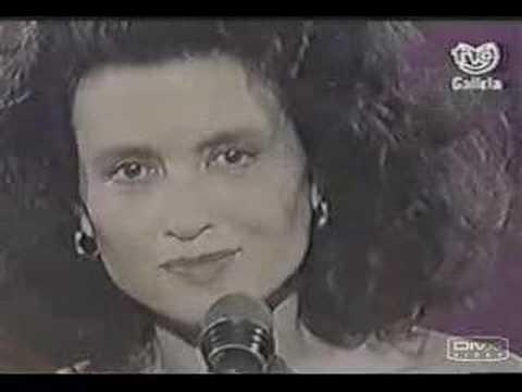 A Las Puertas Del Cielo de Gigliola Cinquetti Letra y Video