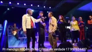 Mendigo invade show do Voz da Verdade