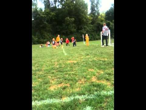 Daniel, ecuatoriano americano, playing soccer Ecuador futbol