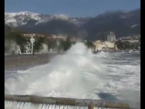 Зимний шторм в Ялте. – Winter storm in Yalta, Ukraine.2