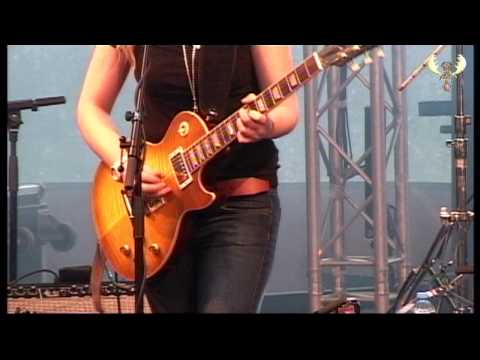 joanne-shaw-taylor-jealousy-bluesmoosefest-2013-feat-jimmy-bowskill-blues-moose