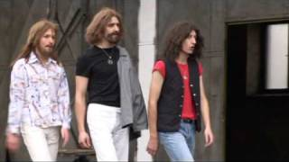 BEE GEES STAYIN´ ALIVE PARODY