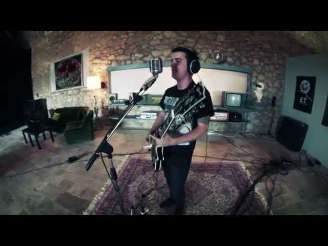 Video oficial de The Attack Of The Brain Eaters en directo OVni estudio