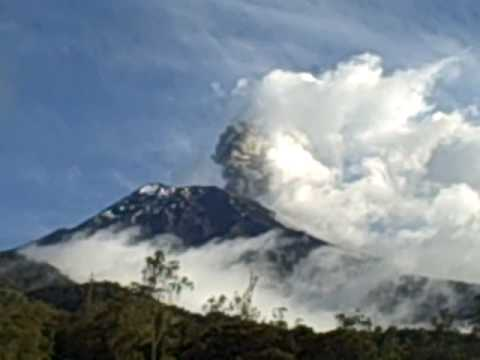 tungurahua: erruption in banos ecuador