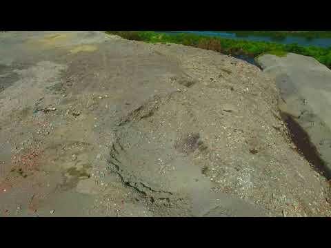 高雄路竹蓮溪埤,很美的地方卻被土資場假再利用真掩埋,搞成這樣。Taiwan 2018/7 22.886607, 120.268269