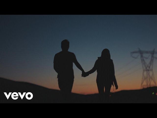 """Videoclip oficial de la canción """"Surefire"""" de John Legend."""